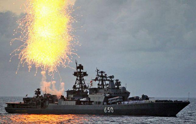"""""""Kommiersant"""": przemysł stoczniowy przestawia się na okręty wojenne"""
