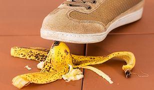 Ktoś z twojego towarzystwa jadł banany? Lepiej spójrz pod nogi!
