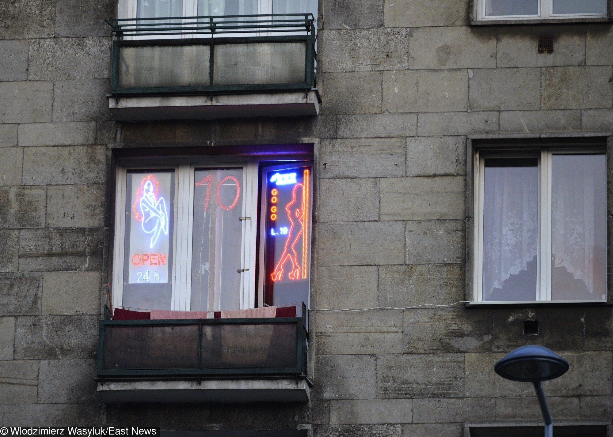 0829331a28480 ... że 24 grudnia do szpitala w Rzeszowie trafił 44-latek z ranami kłutymi  na penisie. Mężczyzna dzień wcześniej umówił się z dwiema prostytutkami.