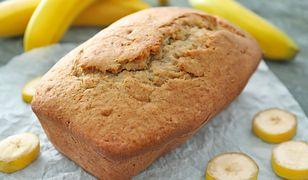 Chlebek bananowy najlepiej smakuje z masłem orzechowym