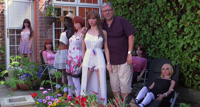 Dean po rozwodzie kupił pierwszą lalkę. Ma ich już 6 i wszystkie traktuje jak kobiety