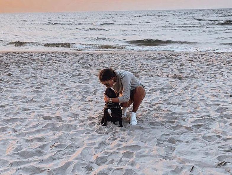 """Urocza reakcja Krzysztofa Piątka pod fotką żony na plaży. """"Kocham was"""""""