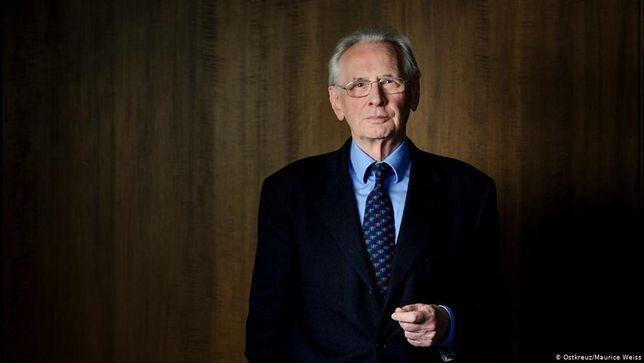 Niemiecki prawnik Dieter Grimm uważa, że Polacy za słabo opierali się PiS-owi
