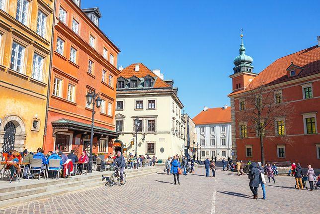 Tylko w Warszawie usługi w promocyjnych cenach oferuje 26 firm i instytucji. Za połowę ceny turyści mogą zwiedzić m.in. Zamek Królewski i należący do kompleksu Pałac pod Blachą