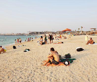Plaża La Mer została utworzona na częściowo zrekultywowanych gruntach w modnej, nadmorskiej dzielnicy Jumeirah w Dubaju. Na odwiedzających czeka tu mnóstwo atrakcji