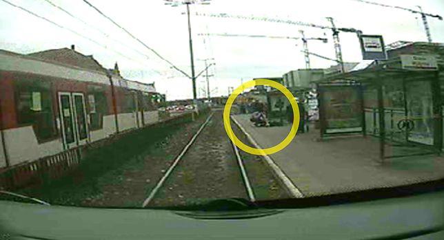 Mężczyzna zasłabł na przystanku i rozbił sobie głowę. Nikt z obecnych na przystanku nie chciał mu pomóc.