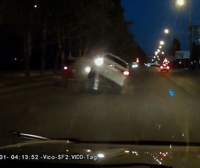Kierowca pokazał, jak nie należy wyprzedzać.