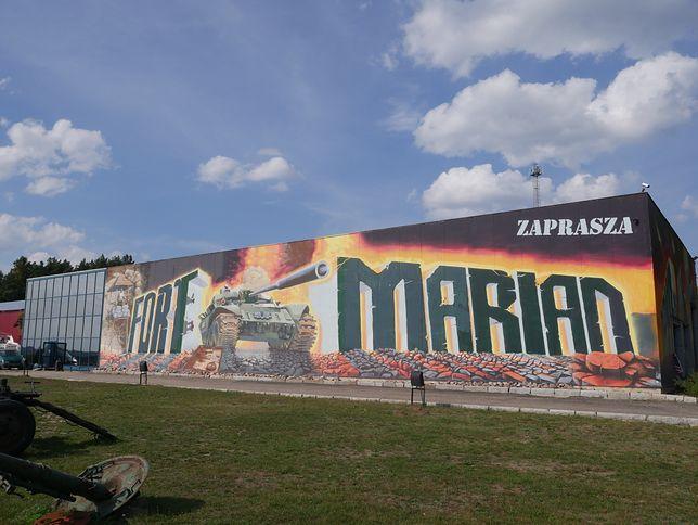 Eksponaty do swojego fortu pan Marian zbiera już od czterech dekad