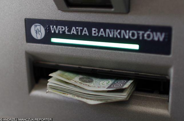 Związek Banków Polskich nie prowadzi statystyk dotyczących reklamacji na działanie wpłatomatów.