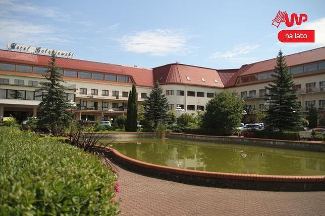 Hotel Gołębiewski z zewnątrz.