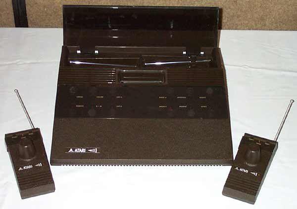 Atari 2700 wraz z bezprzewodowymi kontrolerami wyposażonymi w  gustowne antenki. Konsola nigdy nie trafiła do  oficjalnej sprzedaży, choć Atari miało przygotowane reklamy i pudełka. Jedna z takich konsol została wystawiona na eBay i sprzedana za 5700 USD.