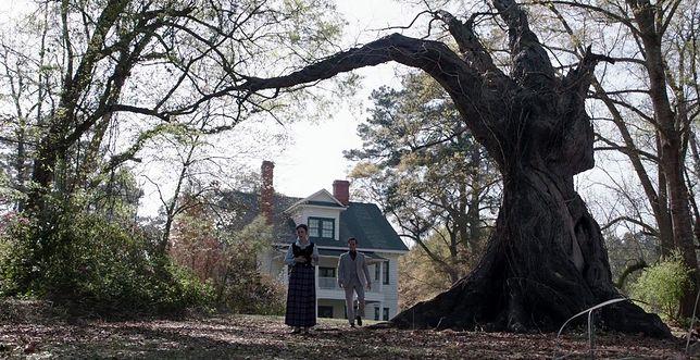 Niewielu ludzi decyduje się na mieszkanie w domu, wokół którego krążą tak przerażające historie