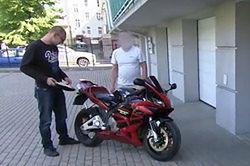 Sprzedawał kradziony motocykl. Nie wiedział, że kupcami są dziennikarze