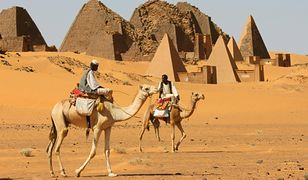 Najliczniejszą i najsłynniejszą grupę piramid można podziwiać w Meroe, ponad 200 km na północ od Chartumu