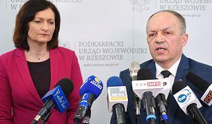 Koronawirus w Polsce. Konferencja w województwie podkarpackim. Informują Adam Sidor i Ewa Leniart.