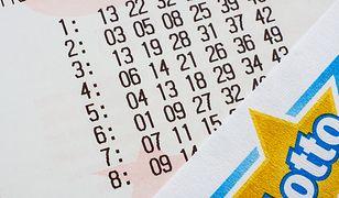 Gracze mają różne sposoby na Lotto. Niektórzy co tydzień skreślają te same liczby