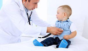 Lekarz stażysta zarabia mniej niż płaca minimalna