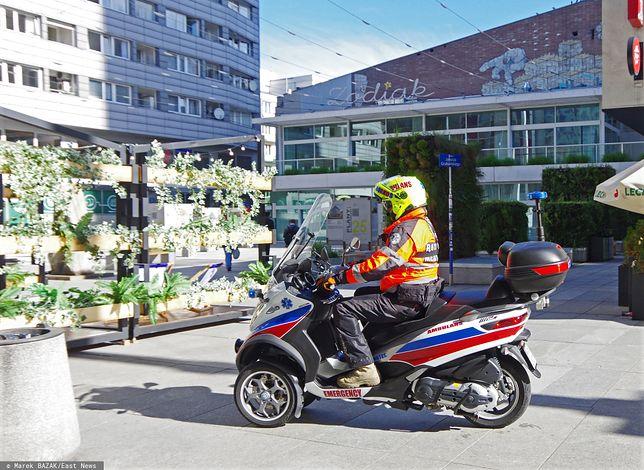Warszawa. Ratownik na motoambulansie, zdjęcie ilustracyjne