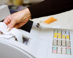 Sprzedaż telefonów na rzecz pracowników, a kasa fiskalna?