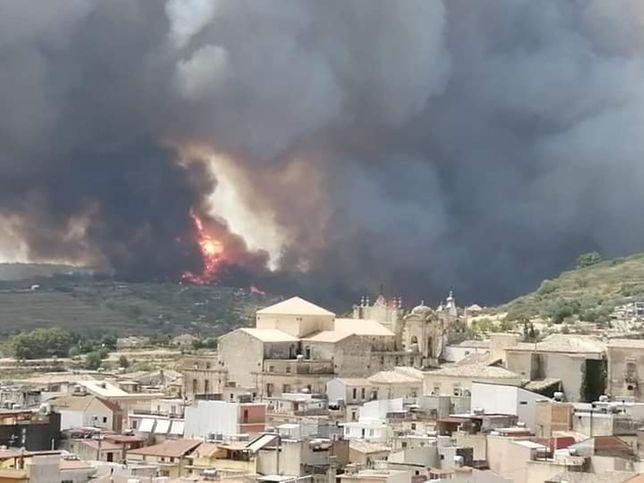 Pożary trawią Sycylię