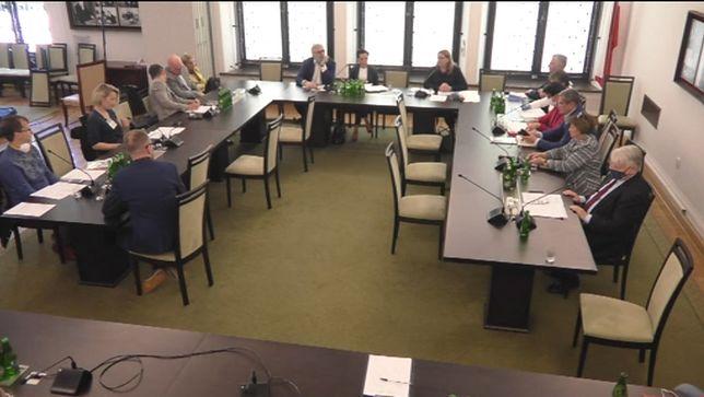 Trójka. Senacka komisja debatuje nad sytuacją w Polskim Radiu