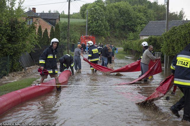 Podtopienia i powódź na południu Polski. Fala kulminacja na Wiśle minęła Kraków. Przed nią Sandomierz