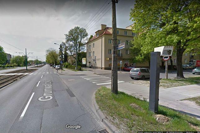 Poznań. 75-letnia kobieta zmarła po wypadku na przejściu. Obok stał wyłączony fotoradar.