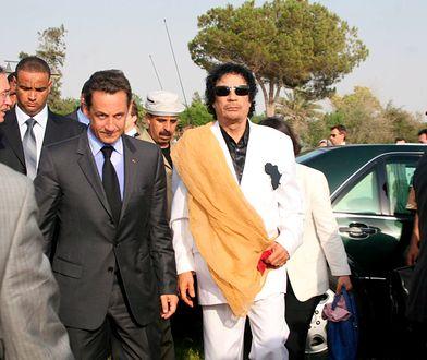 Nicolas Sarkozy i Muammar Kadafi w Libii w 2007 r.