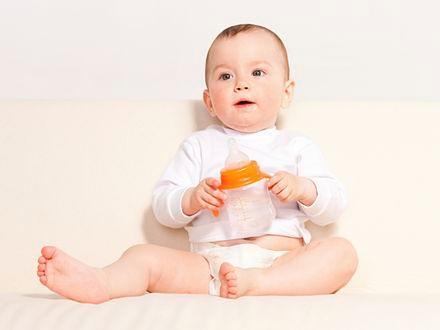 Pozycja siedząca sprzyja rozwojowi niemowląt
