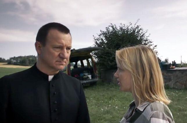 """Robert Więckiewicz i Joanna Kulig w filmie """"Kler"""""""