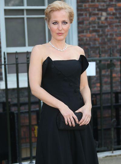 Gillian Anderson - sukienka ze skrzydełkami?