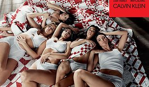 Siostry Kardashian-Jenner w nowej kampanii Calvina Kleina pozują w pomieszczeniu stylizowanym na stodołę.