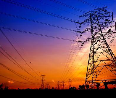 Słupy z prądem na działce. Zakład energetyczny musi ci zapłacić