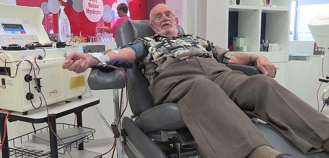 Oddawał krew co tydzień, przez 60 lat.