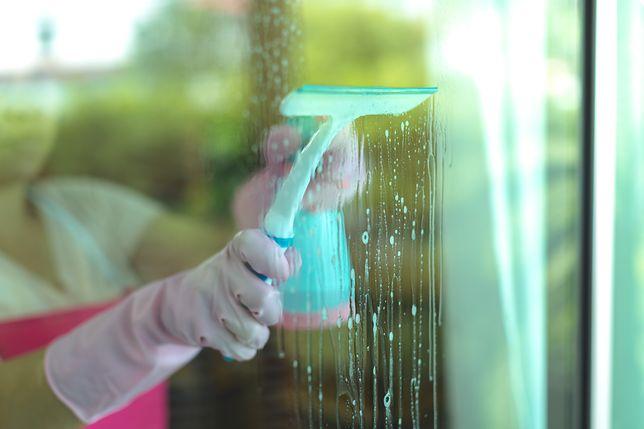 Umycie okien bez smug to prawdziwe wyzwanie