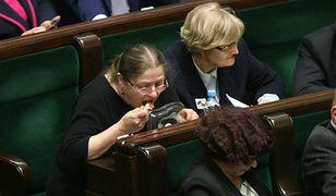 Krystyna Pawłowicz posila się w Sejmie