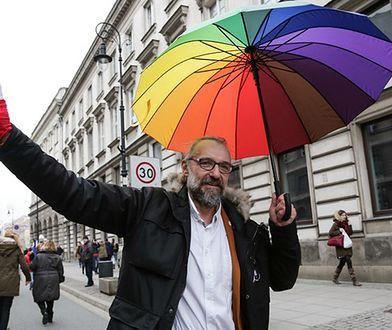 """Mateusz Kijowski twierdzi, że nie może pracować w Polsce, bo otrzymał """"wilczy bilet"""""""