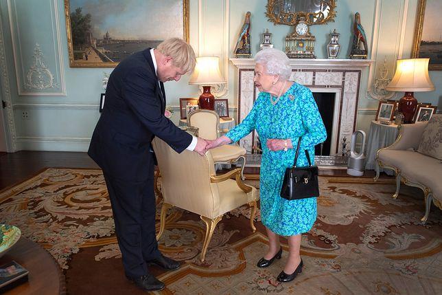 Królowa Elżbieta spotkała się z nowym premierem. Jeden gadżet pomógł jej przetrwać upał