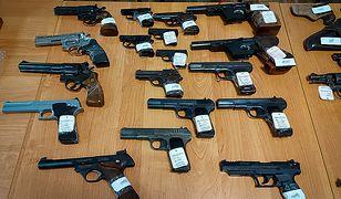 Policja zabezpieczyła 286 sztuk broni i 3 tys. sztuk amunicji. Trwa śledztwo