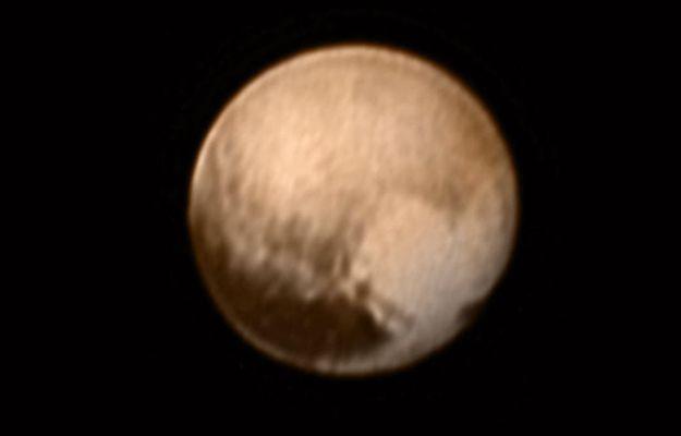 To będą pierwsze takie zdjęcia Plutona. Sonda New Horizons zbliża się do planety