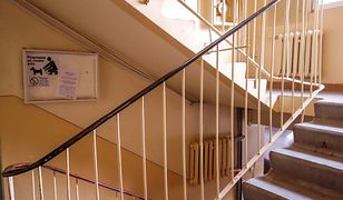 Ostrołęka. 40-letni mężczyzna zaatakował nożem nieznajomego na klatce schodowej (zdj. ilustr.)