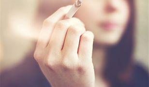 Każdy papieros skraca życie średnio o 5,5 minuty, przeciętny palacz żyje więc o pięć lat krócej.