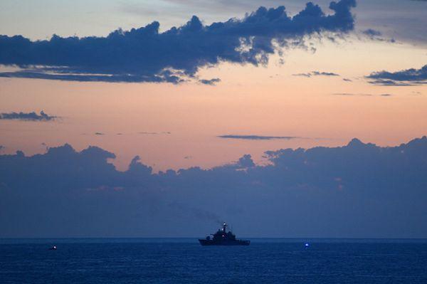 Okręty marynarki wojennej USA w odpowiedzi na prowokacyjne zachowanie Iranu
