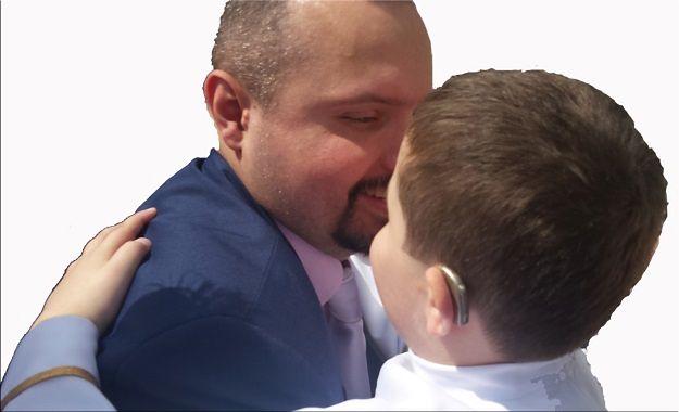Kacper Nowakowski z synem Szymkiem
