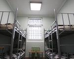 Więźniowie kosztują budżet miliardy rocznie. Może być 10 razy taniej