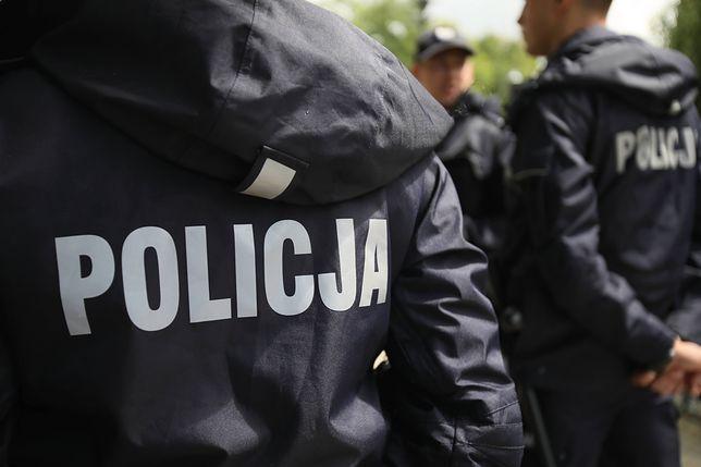 Łódź. Policja złapała 18-latków demolujących i okradających taksówki