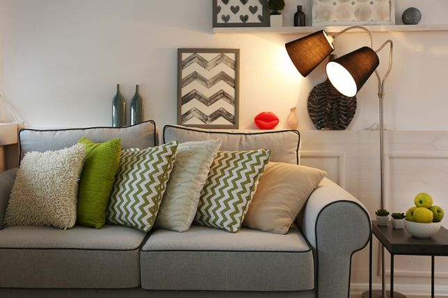Aranżacja salonu: sofa czy narożnik? Wybieramy meble wypoczynkowe