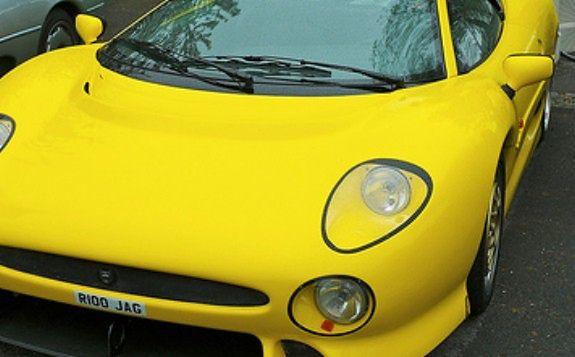 Kierowca żółtego jaguara pobił taksówkarza