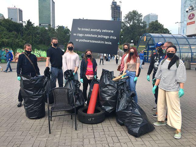Warszawa. Sterta śmieci przy metrze Centrum. Znamy sprawcę!