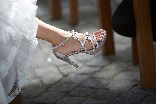 Srebrne sandałki – elegancja pierwsza klasa